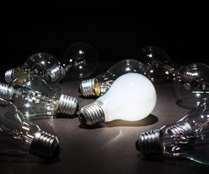 20150828_Lightbulb_SS_215756758
